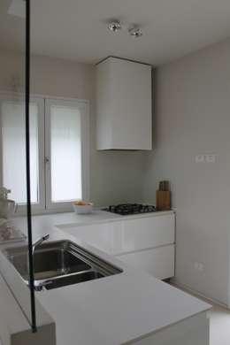 minimalistic Kitchen by bilune studio