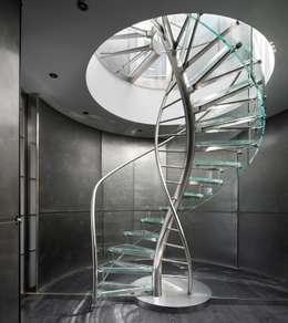 Pasillos y recibidores de estilo  por EeStairs | Stairs and balustrades