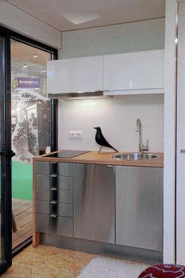 minimalistische Küche von Plano Humano Arquitectos