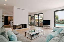 VIVIENDA: Salones de estilo minimalista de ABAD Y COTONER, S.L.