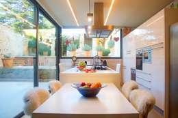 Cocinas de estilo mediterraneo por Brick construcció i disseny