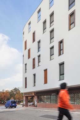 Woonam Urban Housing: Strakx associates 의  주택