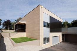 moderne Huizen door XYZ Arquitectos Associados