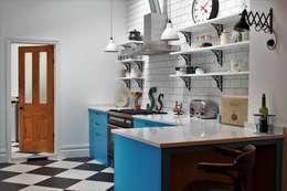Cocinas de estilo industrial de It Woodwork