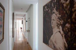 modern Corridor, hallway & stairs by XYZ Arquitectos Associados