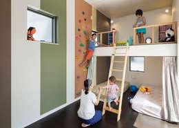 Dormitorios infantiles de estilo asiático por 株式会社タバタ設計