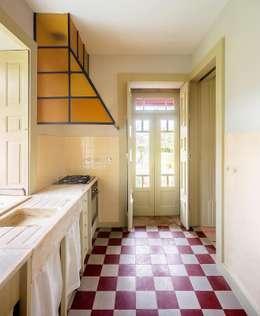 modern Kitchen by Clínica de Arquitectura