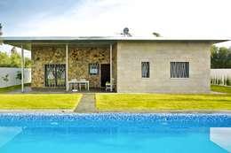 Jardín trasero y piscina: Jardines de estilo moderno de Sánchez-Matamoros | Arquitecto
