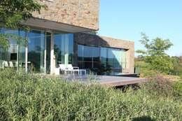 Le Moellon: Maisons de style de style Moderne par Luc Spits Architecture