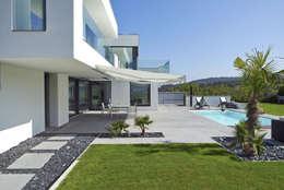 Jardines de estilo moderno por LEE+MIR