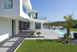 modern Garden by LEE+MIR