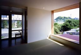 大野中の家1: 辻・近川建築設計事務所が手掛けたリビングです。