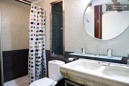 Upper Design by Fernandez Architecture Firm: kolonyal tarz tarz Banyo