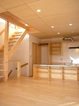 キッチン: 小形徹*小形祐美子 プラス プロスペクトコッテージ 一級建築士事務所が手掛けたダイニングです。