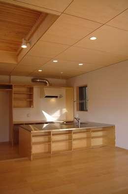 リビング・ダイニング・キッチン: 小形徹*小形祐美子 プラス プロスペクトコッテージ 一級建築士事務所が手掛けたダイニングです。