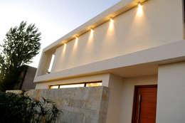 Casas de estilo moderno por Ramirez Arquitectura