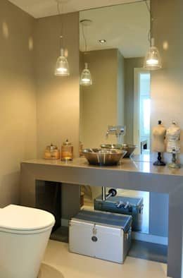Toilette: Baños de estilo moderno por Ramirez Arquitectura