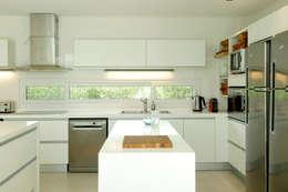 Projekty,  Kuchnia zaprojektowane przez Ramirez Arquitectura