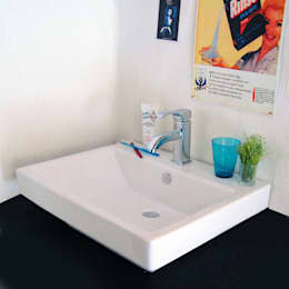 Salle de bain de style de style Moderne par 株式会社ヤスダプロモーション