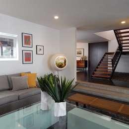Sala y vestibulo ingreso: Vestíbulos, pasillos y escaleras de estilo  por VICTORIA PLASENCIA INTERIORISMO
