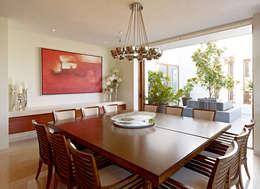 modern Dining room by VICTORIA PLASENCIA INTERIORISMO
