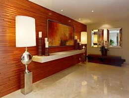 Vestíbulos, pasillos y escaleras de estilo  por VICTORIA PLASENCIA INTERIORISMO