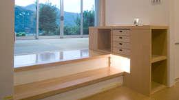 ひとりひとり用収納: 優人舎一級建築士事務所が手掛けたダイニングルームです。