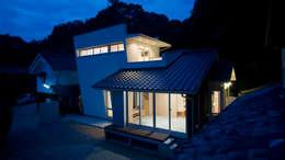 夜景: 優人舎一級建築士事務所が手掛けた家です。
