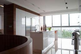 Cocinas de estilo moderno por VODO Arquitectos
