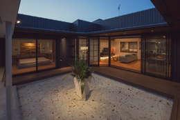 藤井下組の家: 空間設計室/kukanarchiが手掛けたベランダです。