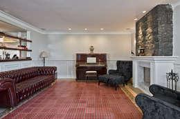 ESTAR PIANO: Salas de estar clássicas por UNION Architectural Concept