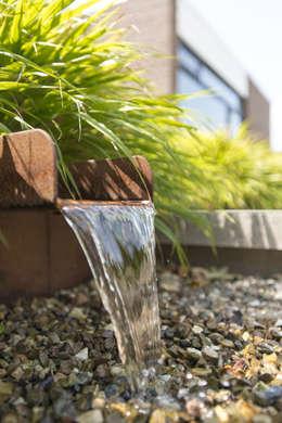 Jardines de estilo  por De Rooy Hoveniers
