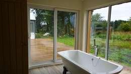 Ванные комнаты в . Автор – Architects Scotland Ltd