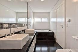classic Bathroom by Angelica Pecego Arquitetura