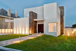 modern Houses by Angelica Pecego Arquitetura