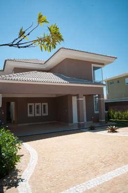 Casas de estilo ecléctico por Angelica Pecego Arquitetura