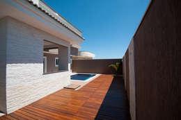 Piscinas de estilo  por Angelica Pecego Arquitetura