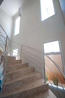 Pasillos y hall de entrada de estilo  por Angelica Pecego Arquitetura