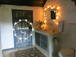 flores handmade crema: Dormitorios de estilo mediterraneo por Somos Luz