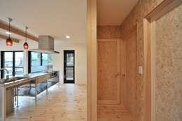 minimalistische Keuken door 若山建築設計事務所