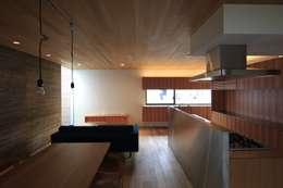 modern Living room by 有限会社Kaデザイン