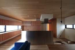 modern Kitchen by 有限会社Kaデザイン