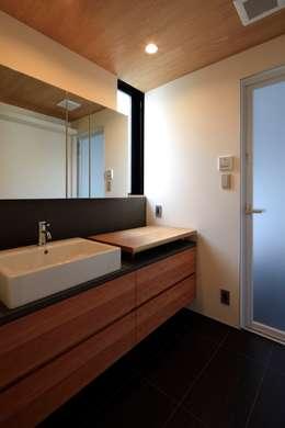 modern Bathroom by 有限会社Kaデザイン