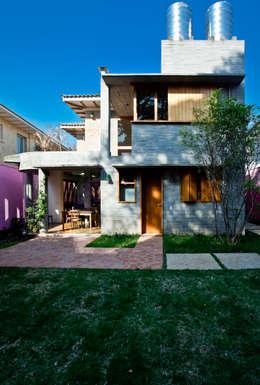 Casa Nando Reis: Casas modernas por Estúdio Paulo Alves