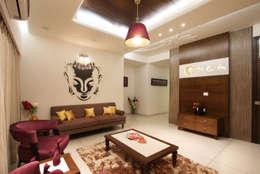 SAKET: classic Living room by SPACEPLUS