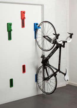 Hooks: modern Corridor, hallway & stairs by cycloc