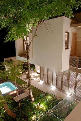 Jardines de estilo ecléctico por Mayúscula Arquitectos