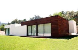 moderne Huizen door TRAMA arquitetos