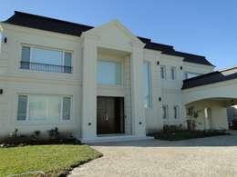 Casa en Castores - Nordelta: Casas de estilo clásico por Arquitectos Building M&CC - (Marcelo Rueda, Claudio Castiglia y Claudia Rueda)