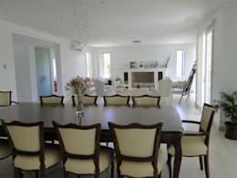 classic Living room by Arquitectos Building M&CC - (Marcelo Rueda, Claudio Castiglia y Claudia Rueda)